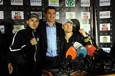 Zaurbek Baysangurov, Wladimir Klitschko, Lukas Konecny ©SES Boxing / Y. Stolitniy.