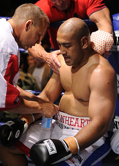 Noel Thornberry, Alex Leapai ©Thornberry Promotions.