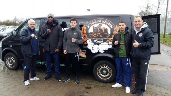 Foto Boxclub TRAKTOR Schwerin_v.l. Dieter Berg, Peter Kadiru, Artur Ohanyan, Nenad Stancic, Michael Timm