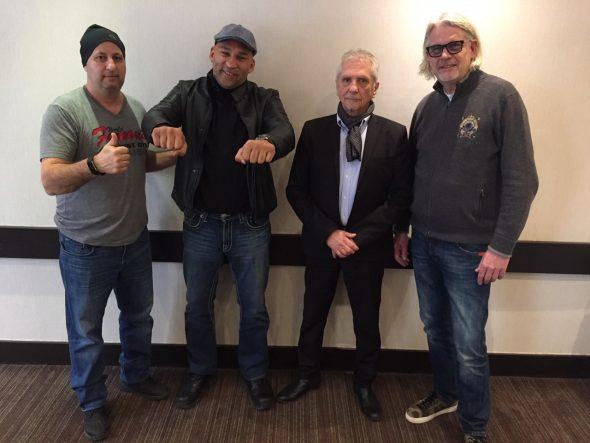 Foto von der Versteigerung in Toronto; von links: Oquendos Promoter Tom Tsatas, Fres Oquendo, George Martinez (WBA) und Charrs Promoter Bernd Trendelkamp